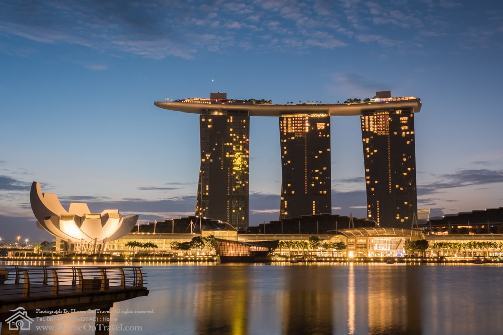 Home On Travel - The Marina Bay Sands hotel and view of Marina Bay in Singapore with amazing cloud in morning.